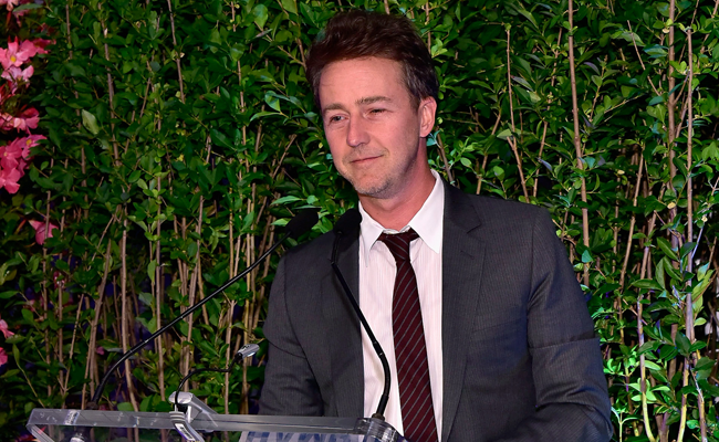 Edward Norton speaks at the HIFF 2016 Awards Dinner at Topping Rose in Bridgehampton. Photo: Eugene Gologursky/Getty Images