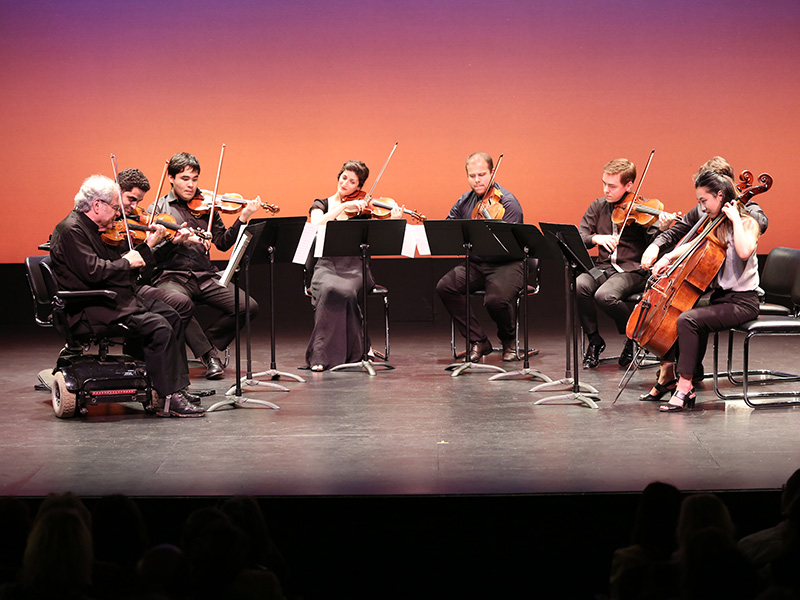 Israeli-American violinist and conductor Itzhak Perlman performs together with Perlman Music Program students during premiere of the HIFF25 Opening Night Film ITZHAK at Guild Hall.(Photo by Monica Schipper/Getty Images)